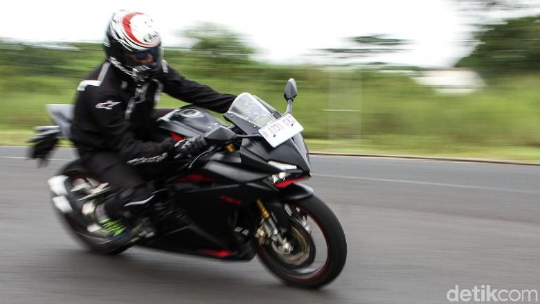 Adu fitur Kawasaki Ninja, Honda CBR250RR, Yamaha R25