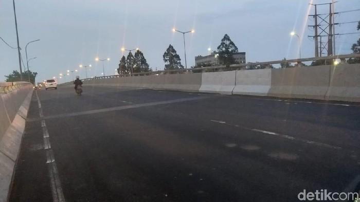 Foto: Flyover Rawabuaya selesai diperbaiki dan bisa dilewati. (Guruh-detikcom)