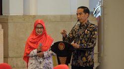 Percaya Tak Percaya Jokowi Dengar Gaji Guru Rp 300 Ribu