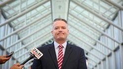 Menteri Australia Habiskan Dana Rp 400 Juta Naik Pesawat Sendirian