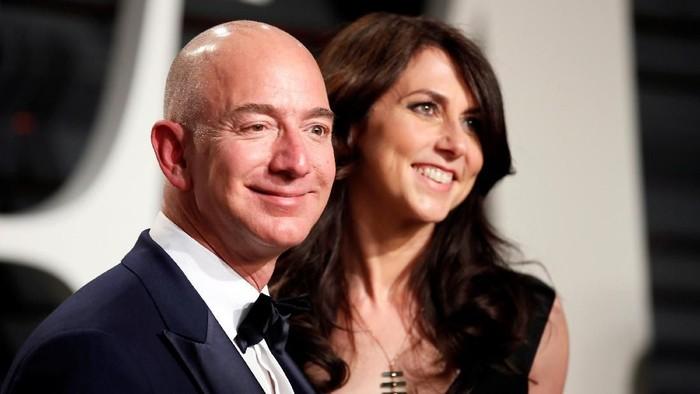 Jeff Bezos dan MacKenzie. Foto: Reuters