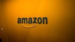Logo Baru Amazon Disebut Mirip Kumis Hitler