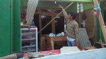 35 Rumah Rusak Diterjang Puting Beliung di Karawang