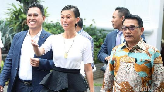 Senyum Agnez Mo saat Bertemu Jokowi di Istana