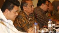 Guntur Witjaksono juga mengungkap kepribadian Syafri Adnan Baharuddin (SAB) yang kini telah mengundurkan diri. SAB disebutkan memang temperamen hingga pernah menggebrak meja.