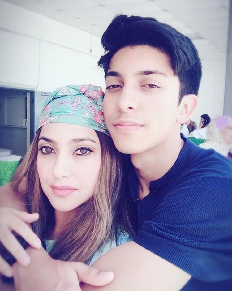 Meski sudah menetap di Amerika, keduanya sering ke Indonesia untuk liburan. (Foto: Instagram @sazarita)