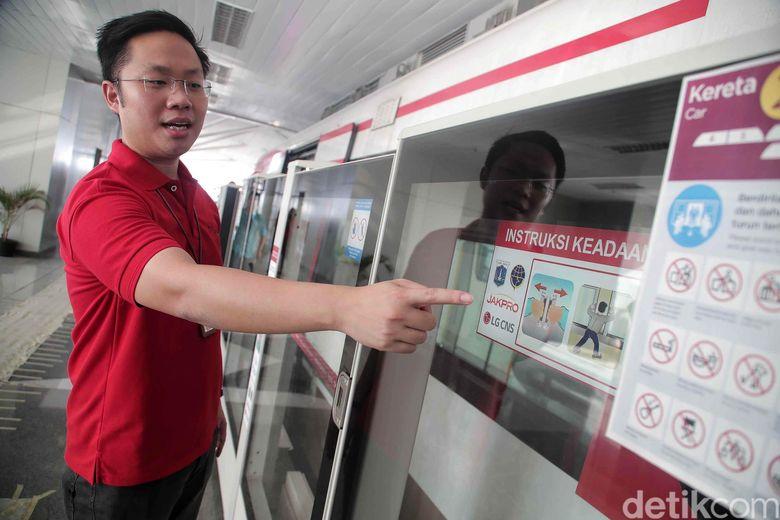 Pada peninjauan yang dilakukan hari ini, pihak TransJakarta diwakili oleh Direktur Teknik dan Fasilitas Wijanarko, dan LRT Jakarta diwakili Direktur Utama Allan Tandiano, Jumat (11/1/2019).