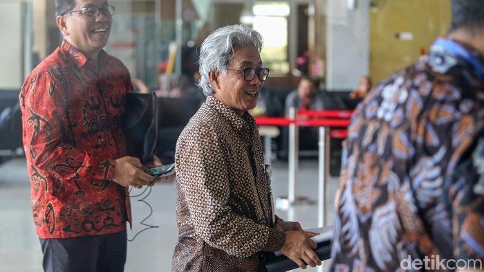 Kepala SKK Migas, Dwi Soetjipto tiba di gedung KPK, Jakarta, Jumat (11/1/2019). Kehadirannya untuk beraudiensi dengan pimpinan KPK terkait strategi pencegahan korupsi di lembaga yang ia pimpin.
