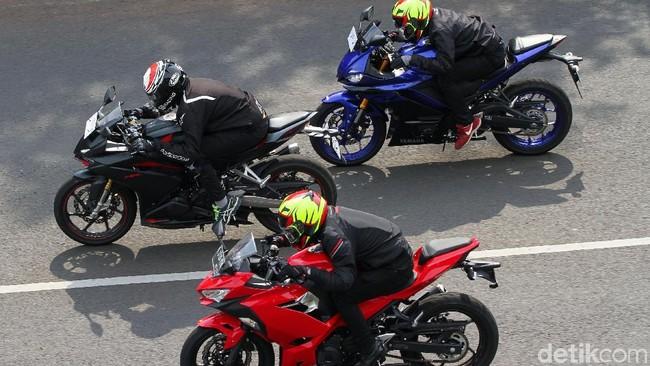 3 motor sport 250 cc, Honda CBR250RR, Kawasaki Ninja 250 dan Yamaha R25 Foto: Rifkianto Nugroho