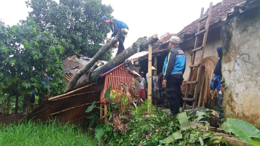 Puluhan Rumah di Ciamis Rusak Dihantam Badai