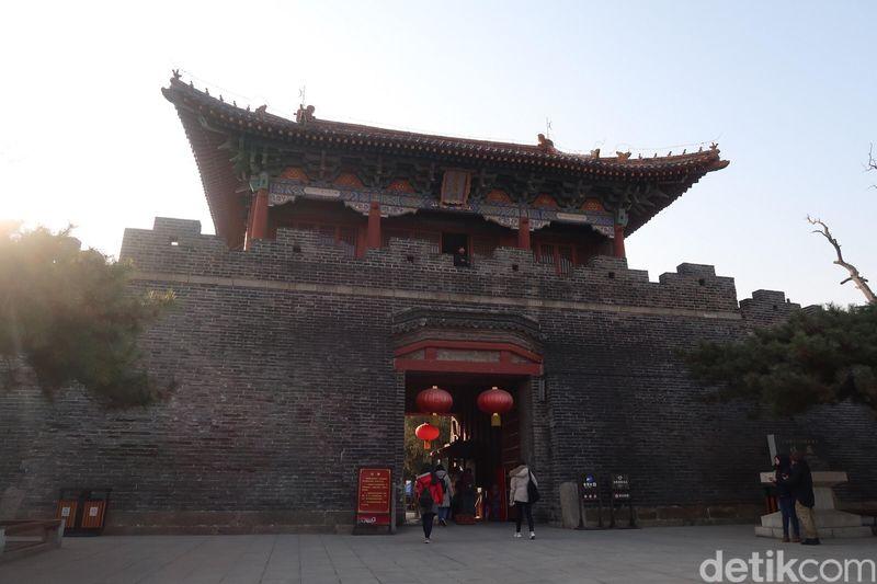 Banyak raja dari berbagai dinasti yang datang untuk berdoa ke Mountan Tai. Tapi sebelum naik ke Mountain Tai, mereka harus terlebih dahulu melakukan upacara di Dai Temple. Ritual ini adalah keharusan. (Bonauli/detikTravel)