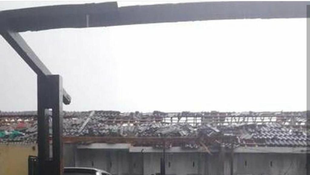 Sejumlah Rumah Rusak Disapu Puting Beliung di Rancaekek
