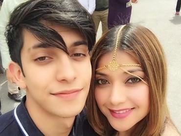 Sarah Azhari dan anaknya, Albany Ray kini tinggal di Amerika Serikat. Saking dekatnya, Sarah sempat dibilang seperti pacaran dengan anaknya. (Foto: Instagram @sazarita)