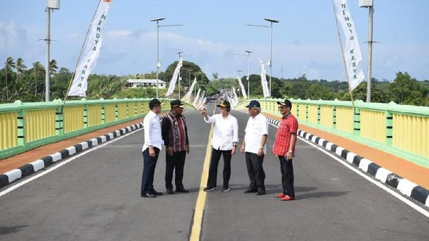 Sri Mulyani Resmikan Jembatan yang Didanai Surat Utang di Maluku