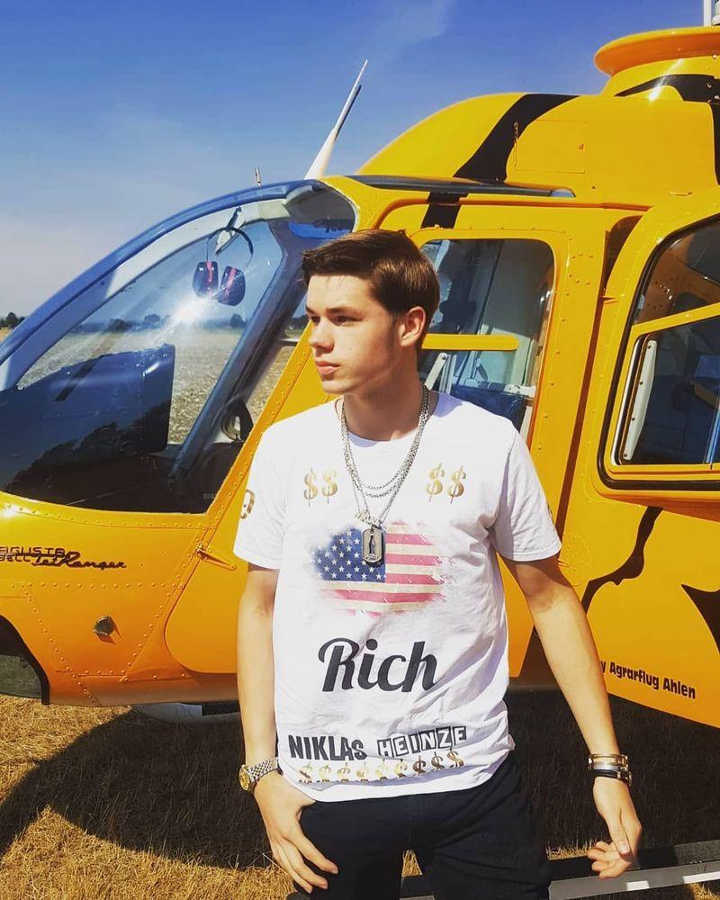Namanya Niklas Heinze, pemuda Jerman yang lahir dari orang tua yang kaya raya. (niklas_heinze/Instagram)
