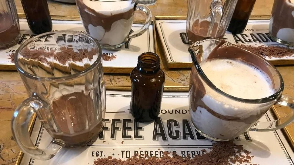 Bayar Rp 100 Ribu, Pengunjung Kafe Ini Malah Harus Racik Minuman Sendiri