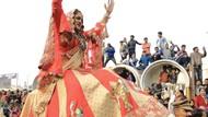 Para Orang Suci Transgender dalam Prosesi Hindu di India