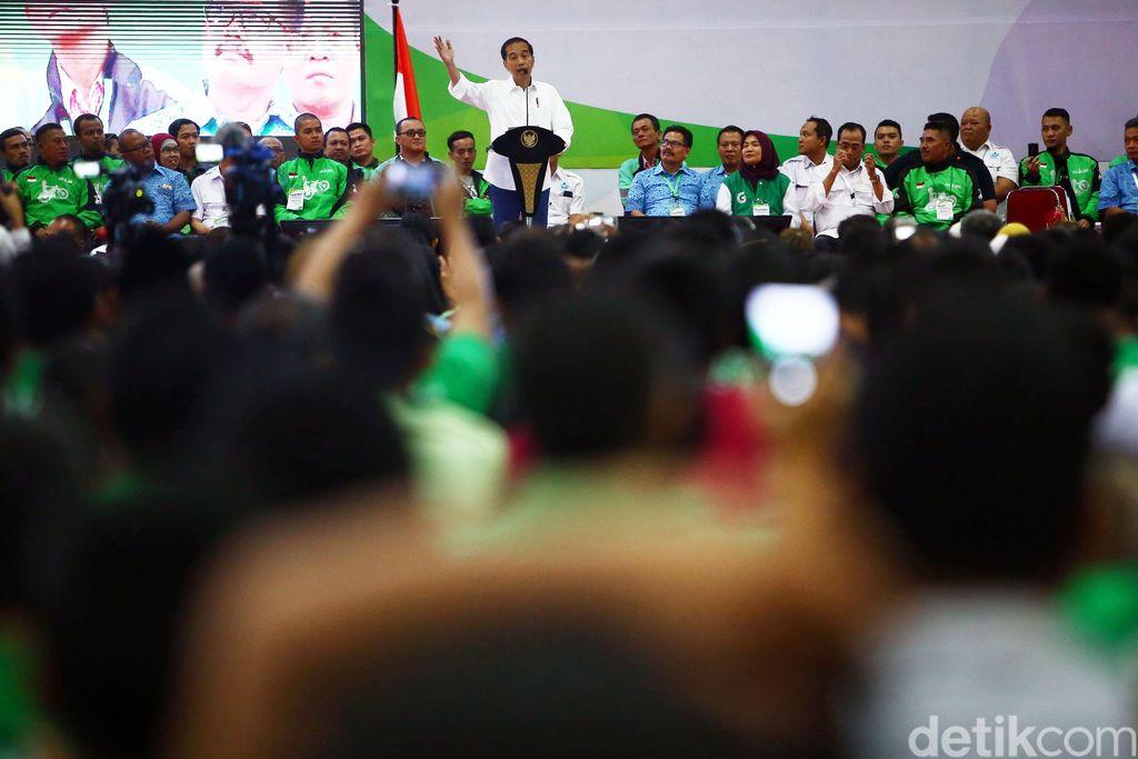Presiden Joko Widodo (Jokowi) menghadiri acara silaturahmi nasional (Silatnas) pengemudi transportasi online di JIExpo Kemayoran Jakarta, Sabtu (12/1/2019).
