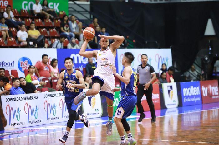Arki Dikania Wisnu saat Satria Muda menghadapi Prawira Bandung, Jumat (11/1/2019) dalam lanjutan IBL 2018/2019.