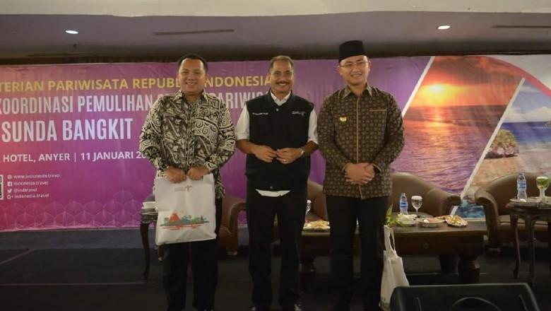 Gubernur Lampung M Ridho Ficardo, Menpar Arief Yahya dan Wakil Gubernur Banten Andika Hazrumy (dok Kemenpar)