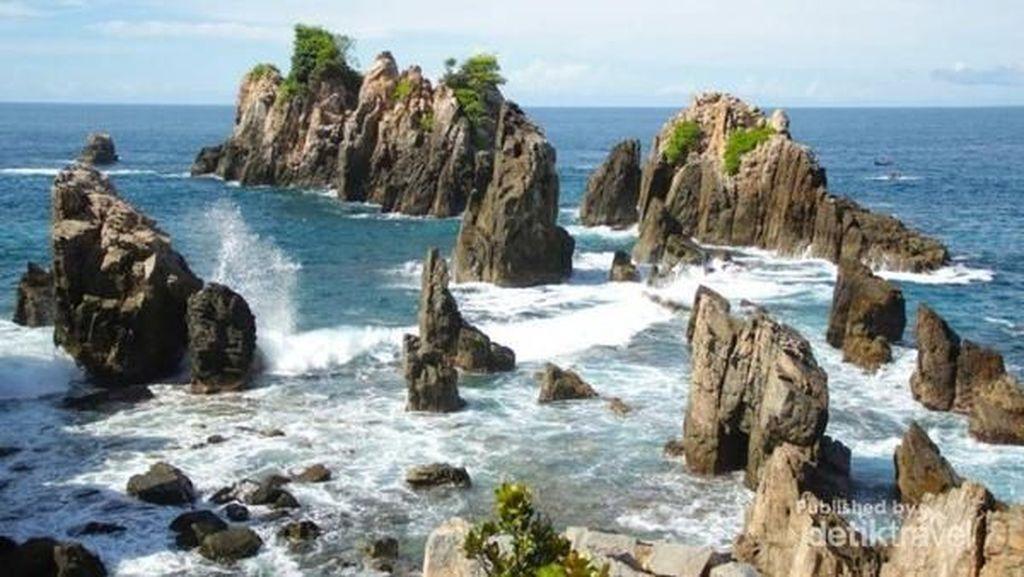 Kopi dan Keindahan Pantai Gigi Hiu yang Magis