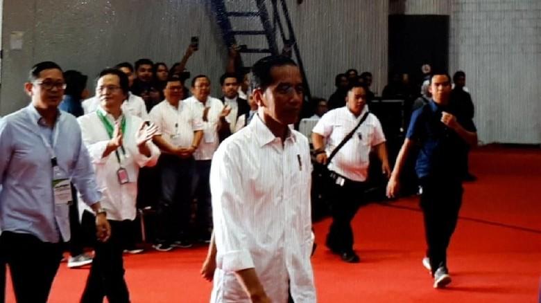 Jokowi Kumpul Bareng Driver Taksi dan Ojek Online