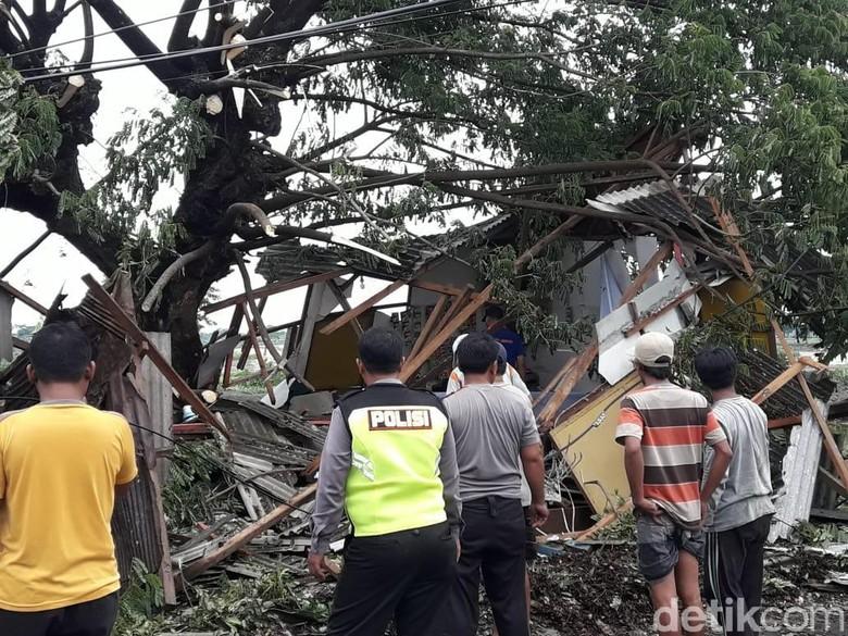 Dahsyatnya Puting Beliung di Lamongan Porak-porandakan Rumah Warga
