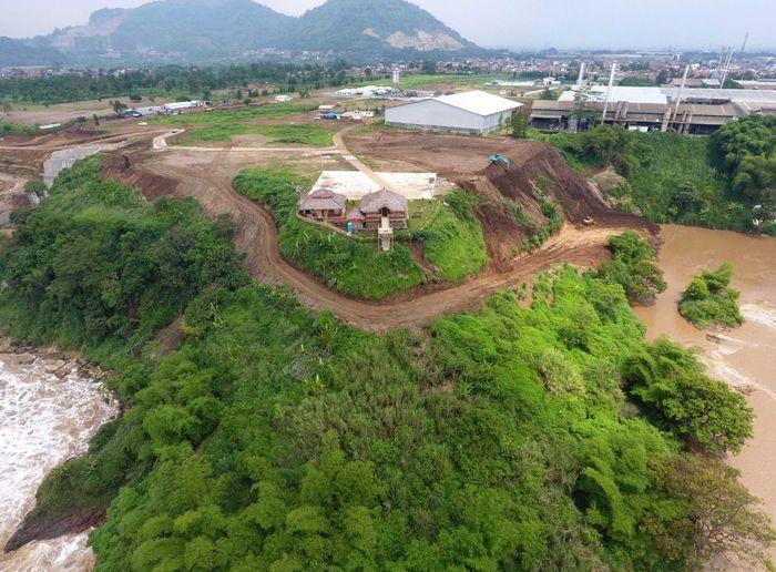 Proyek terowongan Air Nanjung ini berada di sekitar Curug Jompong, Desa Lagadar, Kecamatan Margaasih, Kabupaten Bandung. Pool/PT Wijaya Karya.