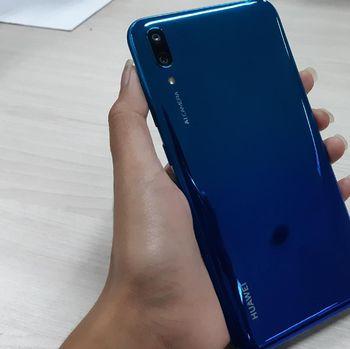 Tampak belakang Huawei Y7 Pro (2019)