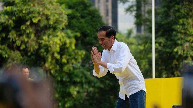 Jokowi disambut meriah oleh para peserta.
