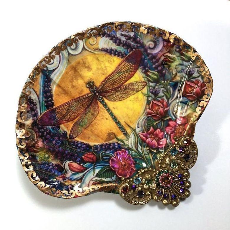 Mengutip boredpanda.com para seniman mulai meninggalkan kanvas tradisional dan menjadikan kulit kerang sebagai gantinya. @rtistmary/Mary Kenyon/Boredpanda.