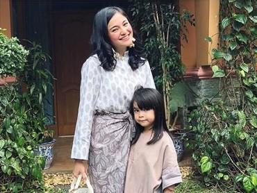 Sienna menghabiskan waktu bareng keluarga sang bunda, saat momen Idul Fitri tahun lalu. (Foto: Instagram @marshanda99)