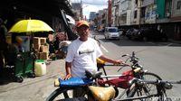 Tukang Ojek Sepeda: Gowes Tiap Hari, Sakit Paru-paru Sembuh
