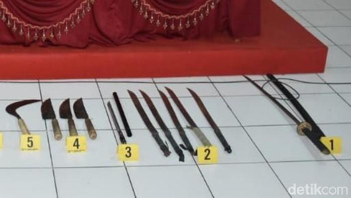 Senjata dari para pelaku sweeping di Solo (Foto: Bayu Ardi Isnanto/detikcom)