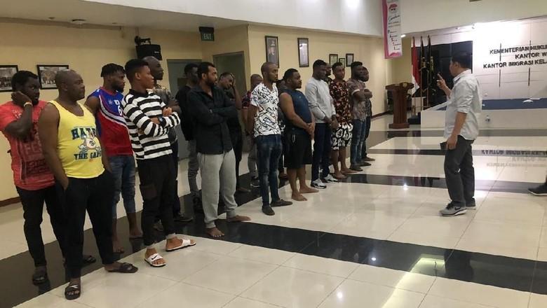 Tak Punya Izin Tinggal, 17 WNA Asal Afrika Diamankan di Kalibata City
