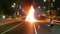 Mobil Terbakar di Tol Depan Balai Kartini, Lalin Padat