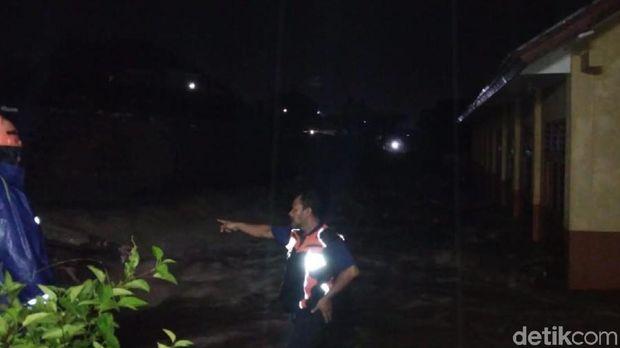 SMK Siliwangi terendam air luapan sungai Cibandung Sukabumi (Foto: Istimewa)