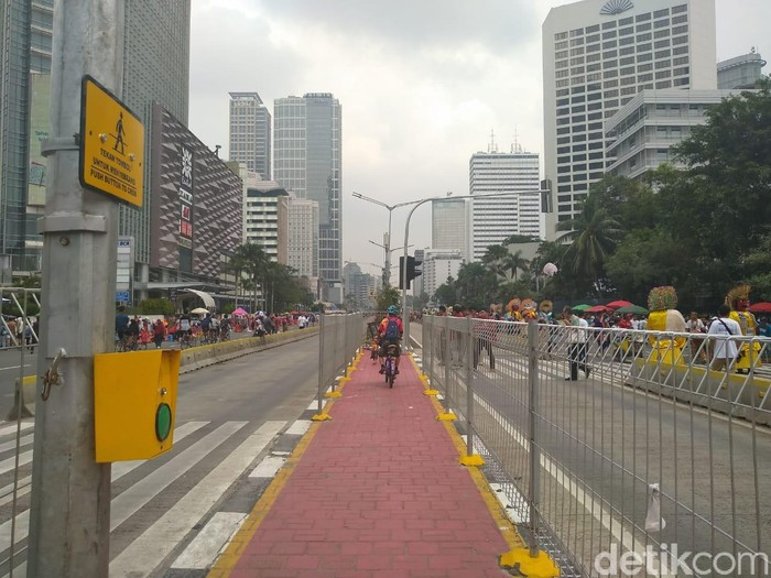Pedestrian di pelican crossing menuju halte Transjakarta Tosari. (Azizah/detikcom)