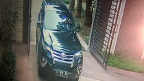 Terekam CCTV, Begini Aksi Pencuri Bermobil Fortuner di Alam Sutera