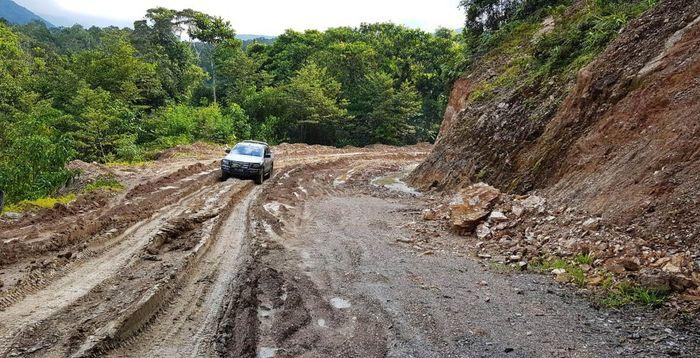 Jalan Trans Papua ruas Jayapura-Wamena sepanjang 575 km sudah tembus. Sepanjang 230 masih berupa jalan tanah dan kerikil. Istimewa/Kementerian PUPR.