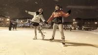 Nadine dan Dimas memamerkan kebersamaan mereka saat main ice skating di Helsinki. (nadinelist/Instagram)