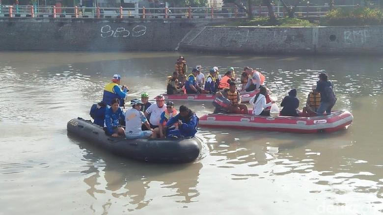 Diisi 20 Ribu Bibit Ikan Nila, Ekosistem Kalimas Diharap Meningkat