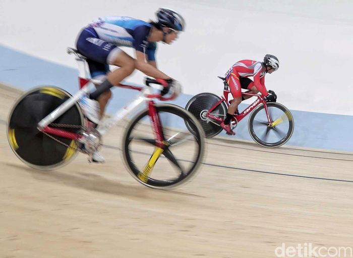 Hari ini, Angga Dwi Wahyu Prahesta bertanding di final junior omnium point race.