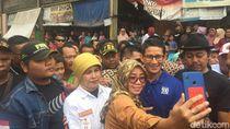 Demi Foto Bareng Bang Sandi, Emak di Bekasi Jatuh Pingsan