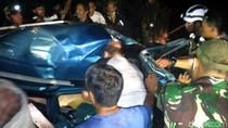 Evakuasi Sopir City Car yang Terimpit Truk di Sukabumi Dramatis