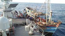 KRI Cut Nyak Dien Tangkap Kapal Vietnam Pencuri Ikan Laut Natuna