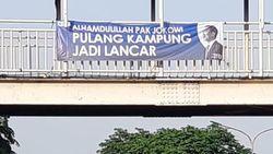 Relawan KPS Tebar Spanduk Program-program Jokowi