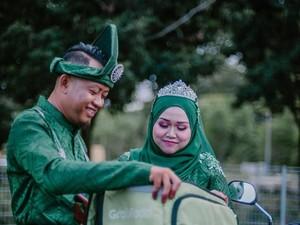 Uniknya Foto Pernikahan Pasangan Ini yang Bertema GrabFood