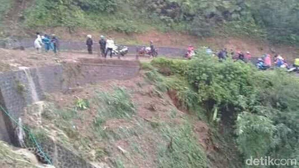 Sempat Tertutup Longsor, Garut-Bandung via Cisewu Bisa Dilewati