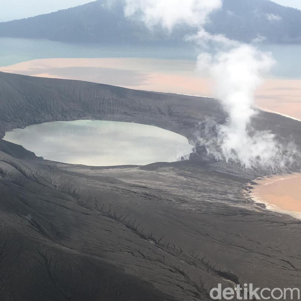Badan Geologi Cari Pengantar WNA Nyelonong ke Gunung Anak Krakatau